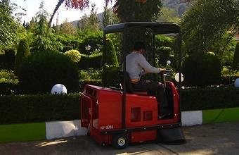 سوییپر خودرویی - Ride on Sweeper
